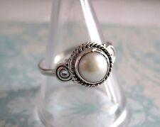 Sólido de plata esterlina 925 Anillo De Perla. tamaño P. delicado.