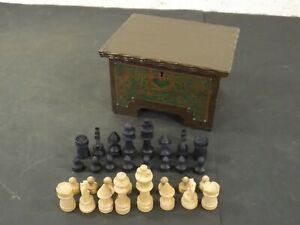 Schachtel aus Holz mit Schachfiguren Jugendstil Holzschatulle
