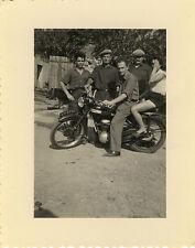 PHOTO ANCIENNE - VINTAGE SNAPSHOT - MOTO GROUPE DRÔLE MOTOCYCLETTE - MOTORBIKE