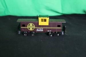 Vintage Bachmann HO Gauge Santa Fe ATSF 999628 CE-6 Caboose Model Train Railroad