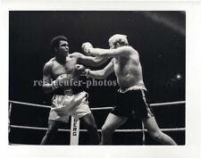 Muhammad Ali boxing Richard Dunn, Original-vintage Photo from 1976