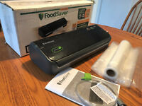 FoodSaver FM2000 Vacuum Sealer with Bags, Roll, Accessory Hose & 1 yr Warranty!!