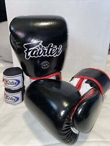 Fairtex Super Sparring Gloves *NEVER USED* With WRIST STRAPS SIZE: 18 OZ