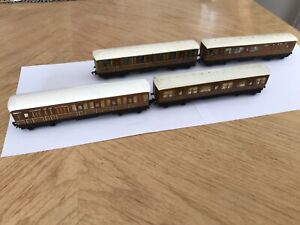 4 x HORNBY DUBLO Pre-Nationalisation LNER TEAK COACHES for 3 Rail layouts