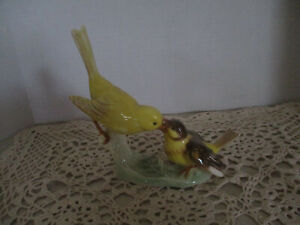 Vintage 1967 Goebel W. Germany Mother Canary Bird Feeding Baby Figurine, Lang 6