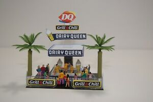 Ho Slot Car Infield Scenery DAIRY QUEEN GRILL & CHILL STAND  has 20 PEOPLE