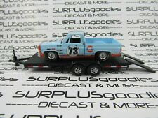 Auto World 1:64 Loose Barn Find Gulf 1973 Chevrolet Cheyenne C10 w/Car Trailer