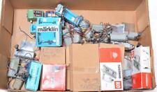 Twenty eight Marklin and Fleischmann HO signals 446. 7036, 7037, 7038... Lot 204