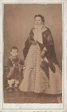 Photo carte de visite : Une Aristocrate avec son garçon à ses côtés , vers 1865