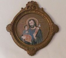 GOLD TONE ROUND WOODEN RELIGIOUS PLAQUE OF ST. JOSEPH AND INFANT CHILD OF PRAGUE