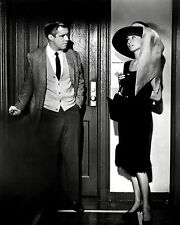 "AUDREY HEPBURN & GEORGE PEPPARD IN ""BREAKFAST AT TIFFANY'S""  8X10 PHOTO (NN-225)"