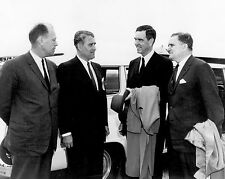 WERNHER VON BRAUN GIVES TOUR TO GERALD FORD & OTHERS - 8X10 NASA PHOTO (DA-321)