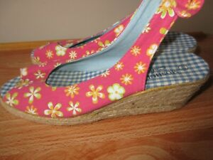 MOSHULU COLOURS LADIES PINK FLORAL & GINGHAM WEDGE SANDALS SIZE 6.5 UK 40 EU