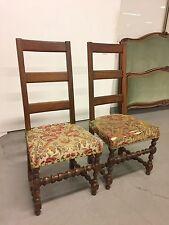 Paire de grandes chaises style Louis XIII noyer