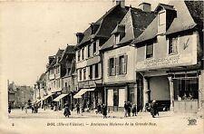 CPA   Dol (Ille-et-Vilaine) - Anciennes Maisons de la Grande-Rue    (357012)