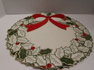 """Bed Bath And Beyond Round 15"""" Holly Placemats Set Of 4 NWT"""