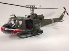 Helicóptero militar de automodelismo y aeromodelismo verdes