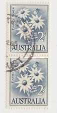 (H6-72) 1959 AU 2/- flannel flowers vertical pair (C)