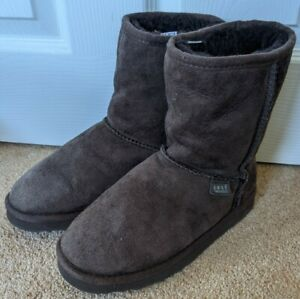 Just Sheepskin Classic Short Chocolate Brown Boots, size 4.