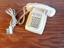 Téléphone fixe vintage SOCOTEL type S63 à touches coloris beige modèle LEADAR