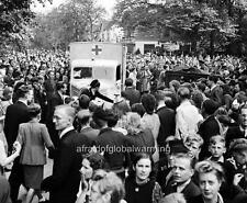 Photo. 1945. Hilversum, Netherlands. Canadian Soldiers - Celebrating Crowds