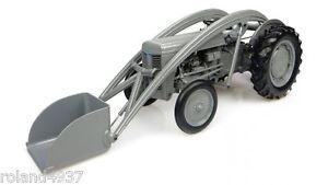Ferguson TEA 20 Tractor with Loader 1:16 Diecast Universal Hobbies UH4171