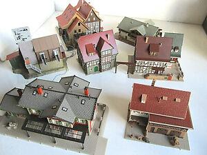 7 größere dekorative Gebäude für die Modellbahn in Spur H0