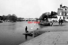 PHOTO  1982 LOOKING DOWN THE THAMES FROM RICHMOND RICHMOND RAILWAY BRIDGE IS SEE
