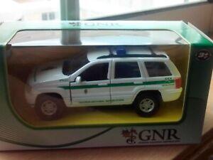 MAISTO - JEEP CHEROKEE GNR PORTUGAL POLICE   WHITE     1/42 APROX *NEW*