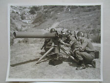 PHOTO PRESSE 1967 HUGHES US ARMY TOW WIRE GUIDED MISSILE + DOC RECTO VERSO