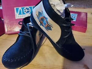 SOS SHOES OF SOUL Black Embroidered Girls Moccasins Chukka Boots sz 2 G3228-15