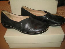 "Hush Puppies Women's Black Flat  ""Helix"" Size 7 M NEW"