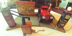 MARX TIN LITHO SUNNY SIDE GAS SERVICE STATION & WYANDOTTE COUPE with LIGHTS