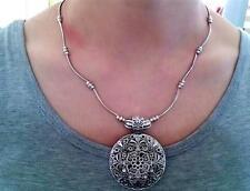 Vintage Women Tibetan Silver Necklace Round Pendant Hopllow Flower