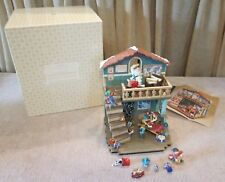 "Hallmark 2005 ""Merry Mayhem Workshop"" & 9 Mini's Tabletop NIB Never Displayed"