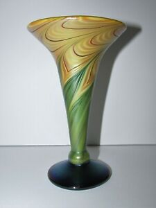 Unsigned Iridescent Pulled Feather Studio Art Glass Vase 909