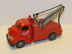 Ertl 1/43 50 Chevy Tow Truck red w/ box