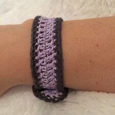 Bracciale all'uncinetto-viola e grigio (pulsante nero)