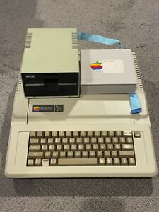 Apple lle IIe 2e vintage computer refurbished 128K system setup + drive & disks
