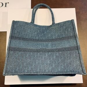 Authentiic Shoulder Tote Bag just for 855$ contacct me