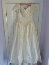 Stunning Benjamin Roberts Ivory Wedding Dress Size 12  * Requires Dry Cleaning *