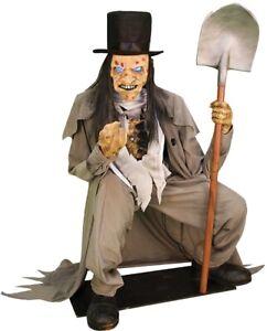 Crouching Grave Digger Prop Animated Lifesize Cemetery Graveyard Scene Halloween