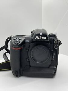 O738 Nikon D2x 12.2MP Professional DSLR Camera - Body Only - works well