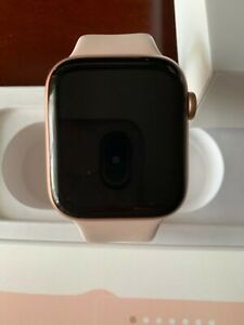 APPLE WATCH 4 EXCELLENT CONDITION NO SCRATCHES 44mm ROSE GOLD WITH ORIGINAL PACK