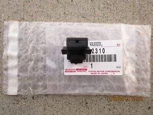 08 - 14 SCION XD 4D HATCHBACK FRONT WINDSHIELD WASHER NOZZLE ANGLE -2 OEM NEW