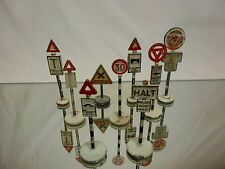 DINKY TOYS 9x ROAD SIGNS - HALT ROUND ABOUT LOW - METAL 1:43 - GOOD CONDITION