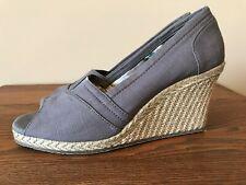 Skechers  Women's Size 7 Medium Wedge Sandal Gray Fabric Jute Soles And Heels