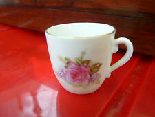 Tasse  dinette service de poupée, décor floral, porcelaine blanche