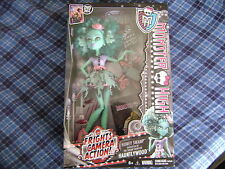 MONSTER HIGH DOLL NEW FRIGHTS CAMERA ACTION HONEY SWAMP
