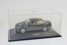 Herpa 070874 VW Passat Limousine, Black Oak Brown Metallic 1:43